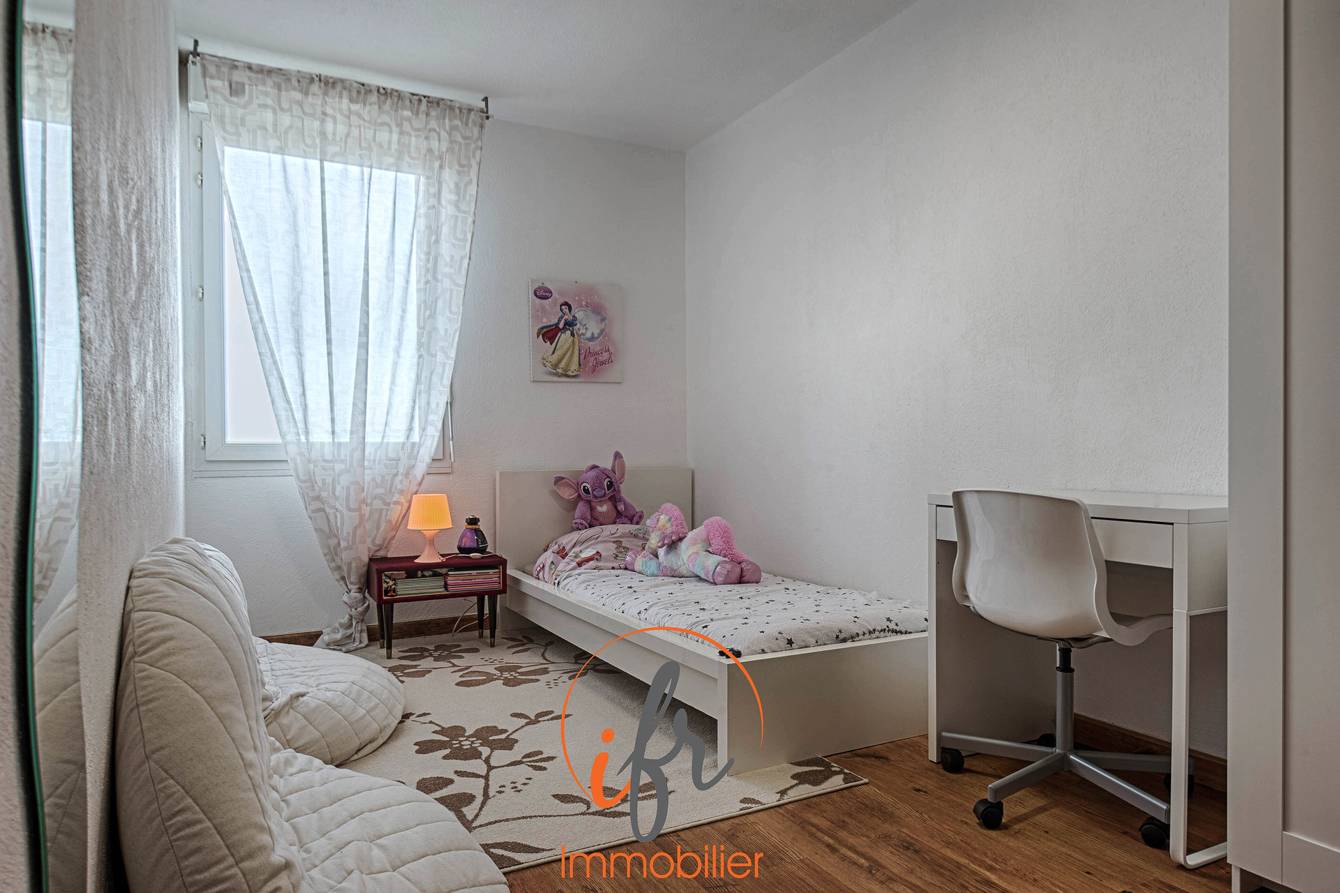 Les Abrets centre - Beau T4 94 m² 1er étage + cave