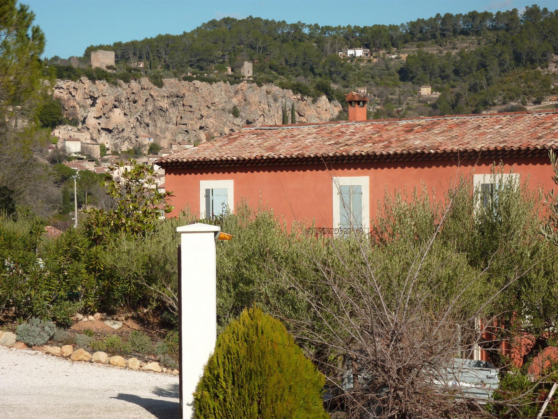Vue magnifique, à pieds du village, 5 chambres, piscine