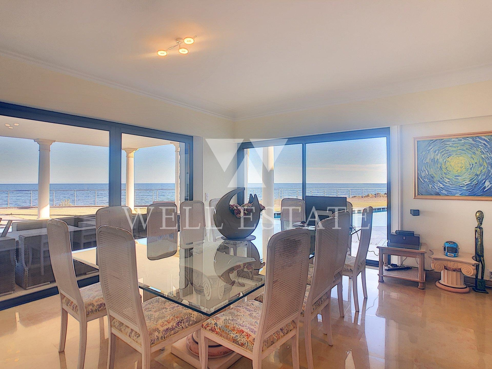 BEACH FRONT VILLA SAINT AYGULF 6 BEDROOMS SWIMMING POOL DIRECTE ACCES TO THE SEA.
