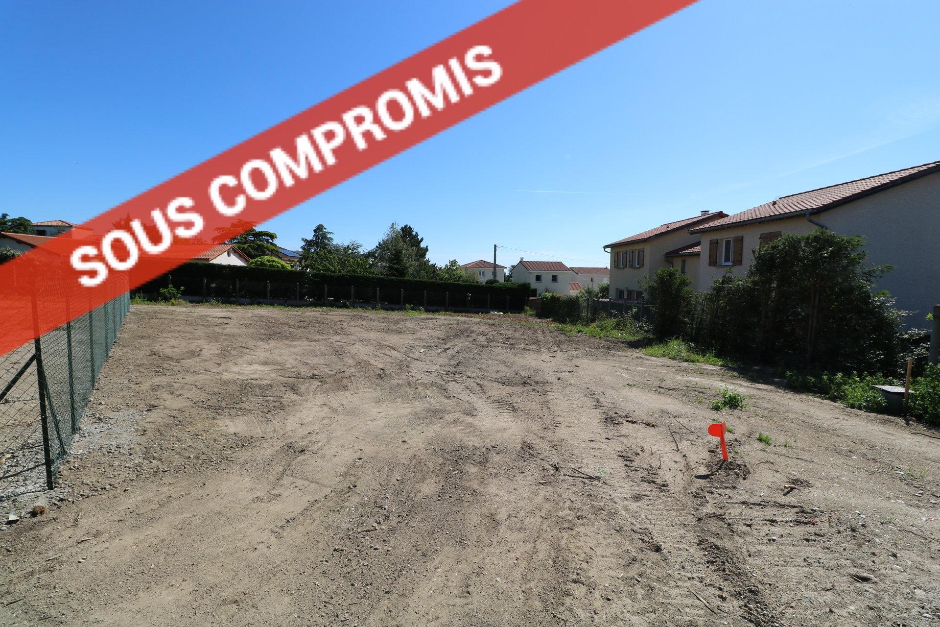 Terrain constructible viabilisé de 734 m2