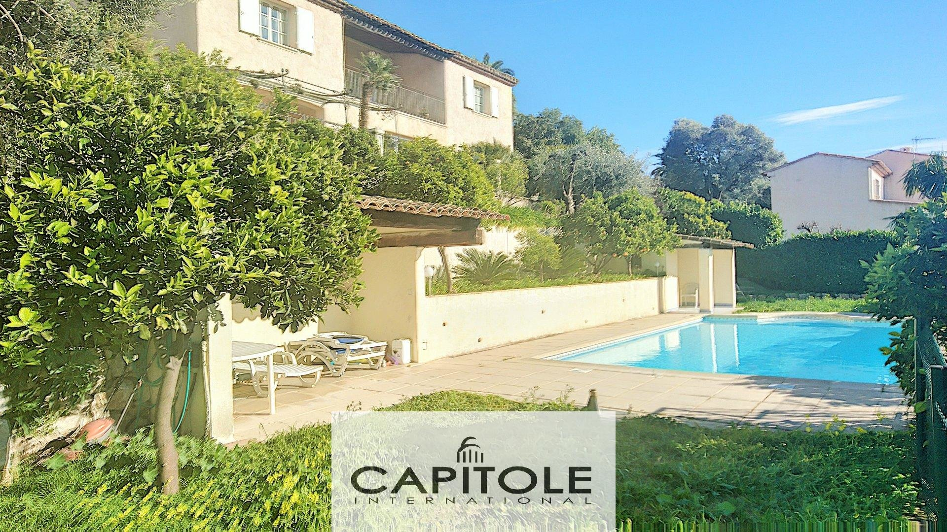 For sale, Antibes, beautiful dominant villa 200 m², glimpse of the sea, swimming pool