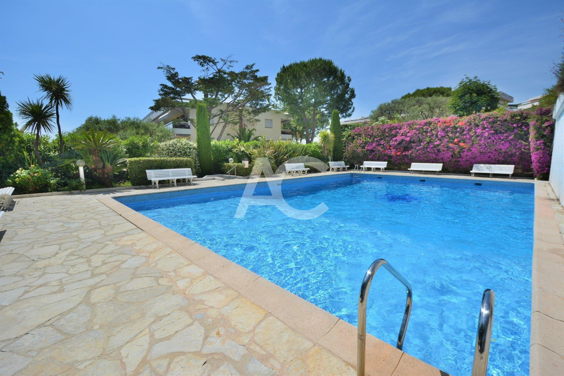 JUAN LES PINS - BEAUTIFUL SEAVIEW - 110M² SOUTH AND WEST FACING