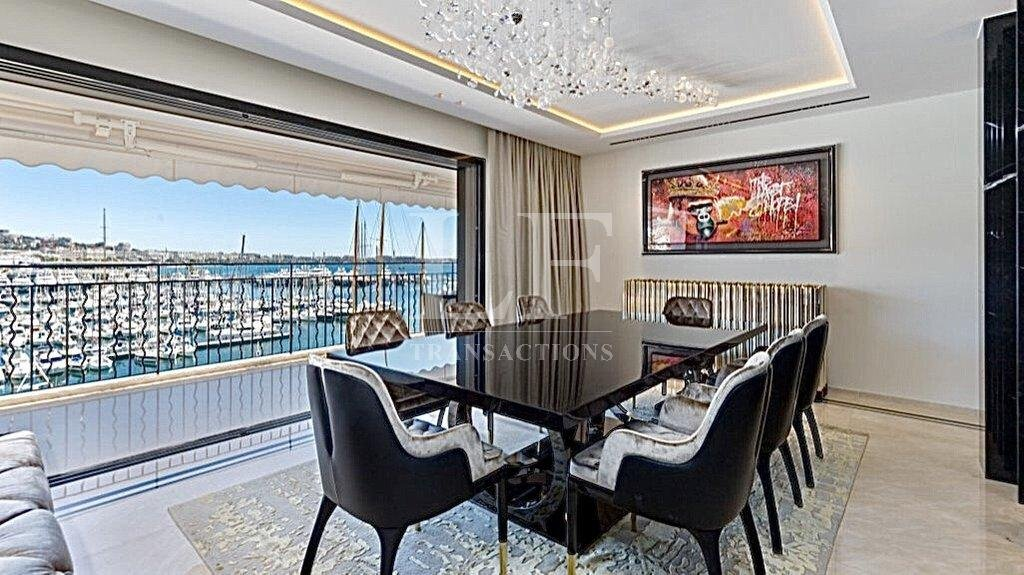 penthouse with panoramic sea view Private elevator & Garage