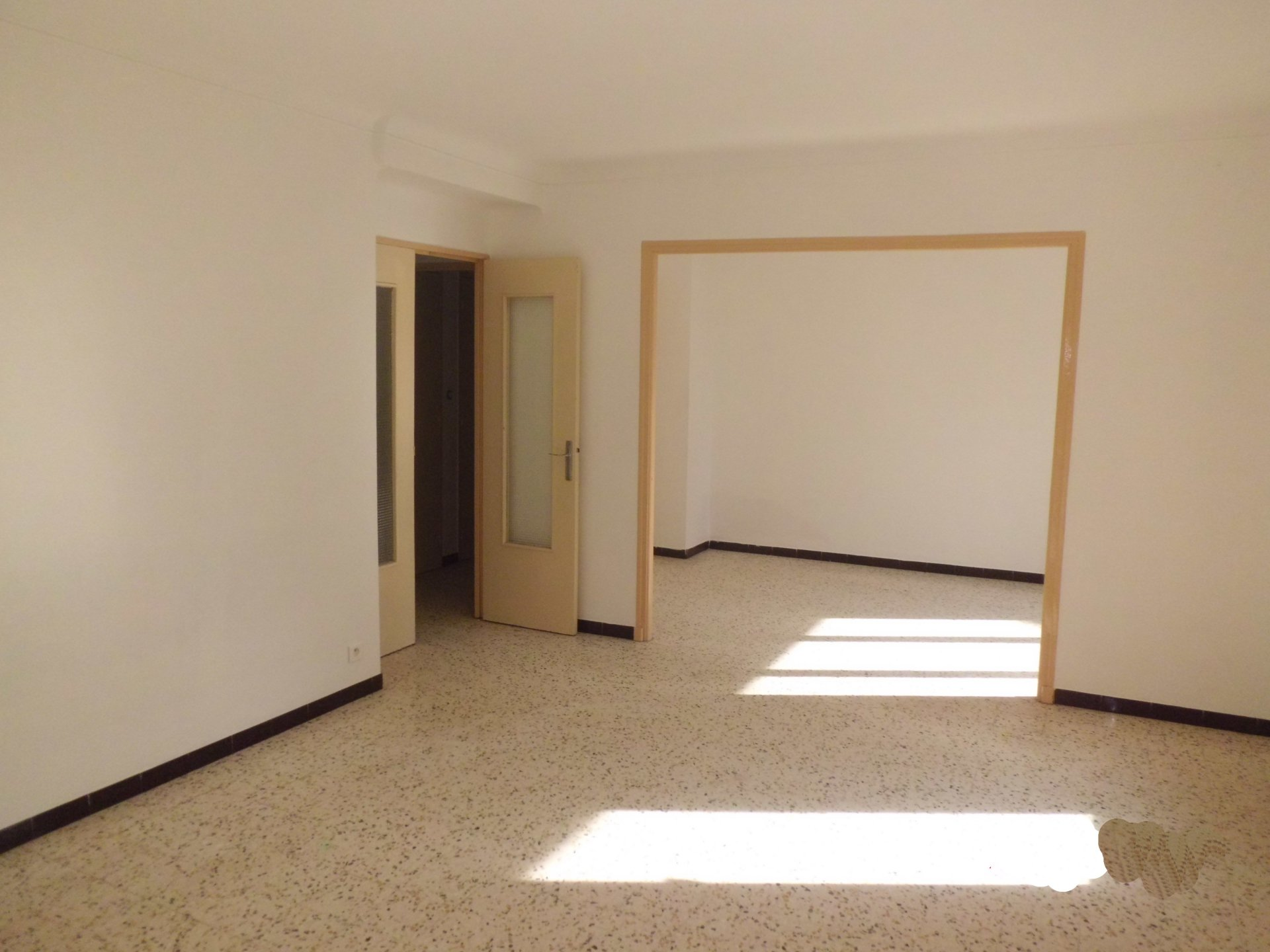 AVIGNON - RENTAL INVESTMENT Apartment 80 m² with balconies and parking space - currently rented