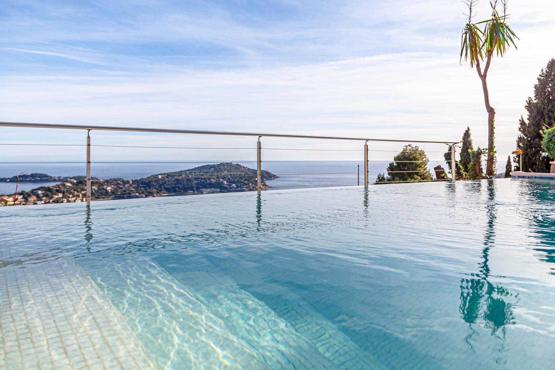 Villefranche-Sur-Mer, Domaine du Castellet, Villa contemporaine - piscine, vue mer panoramique