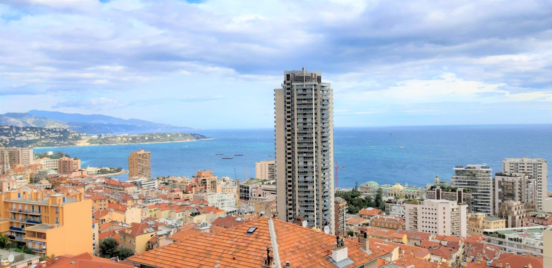 Beausoleil. Penthouse with sea views, walking distance to Monaco