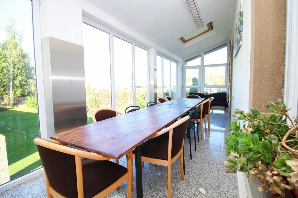 Agréable bureau avec salle de réunion