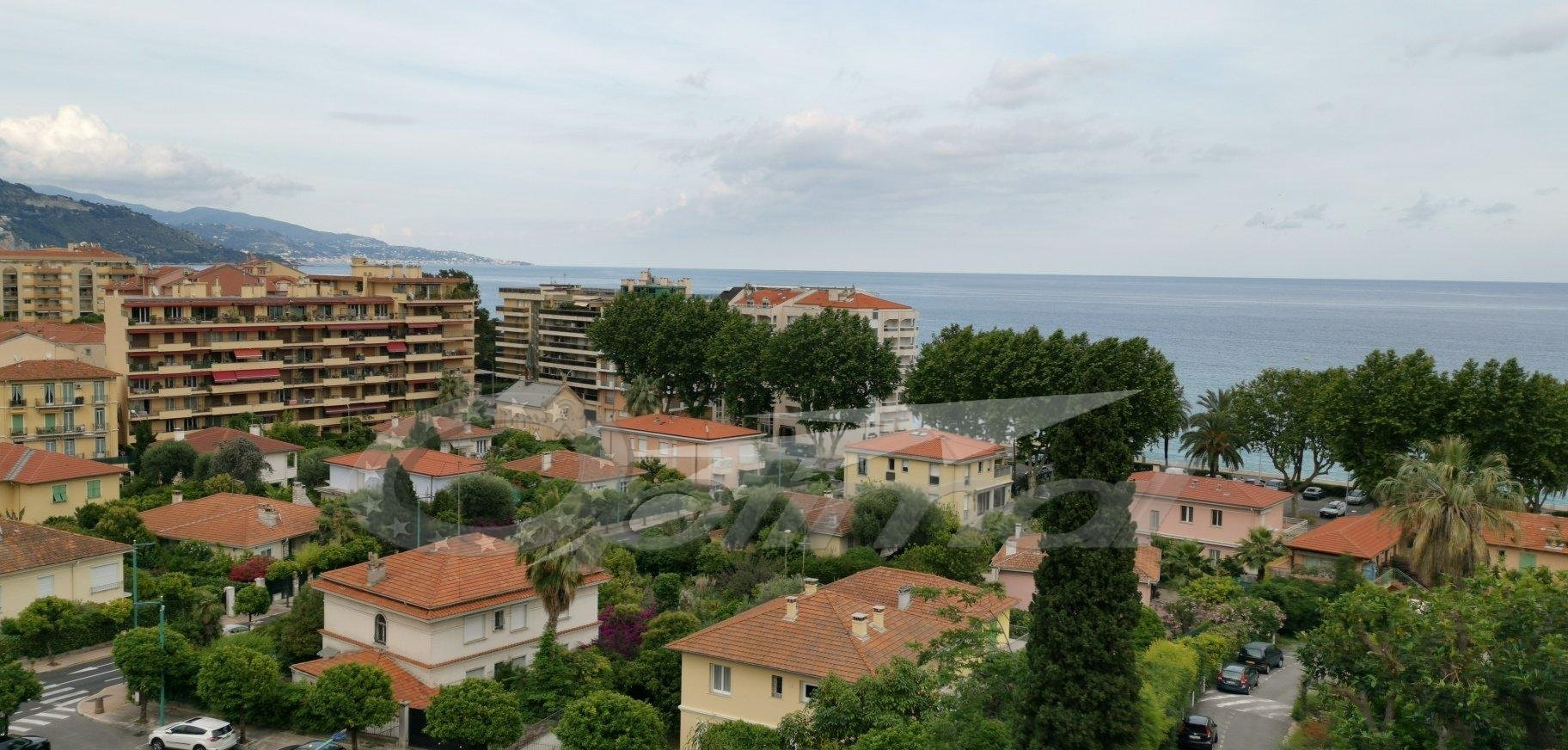 MENTON MADONE: BEL APPARTEMENT QUATRE PIECES VUE MER