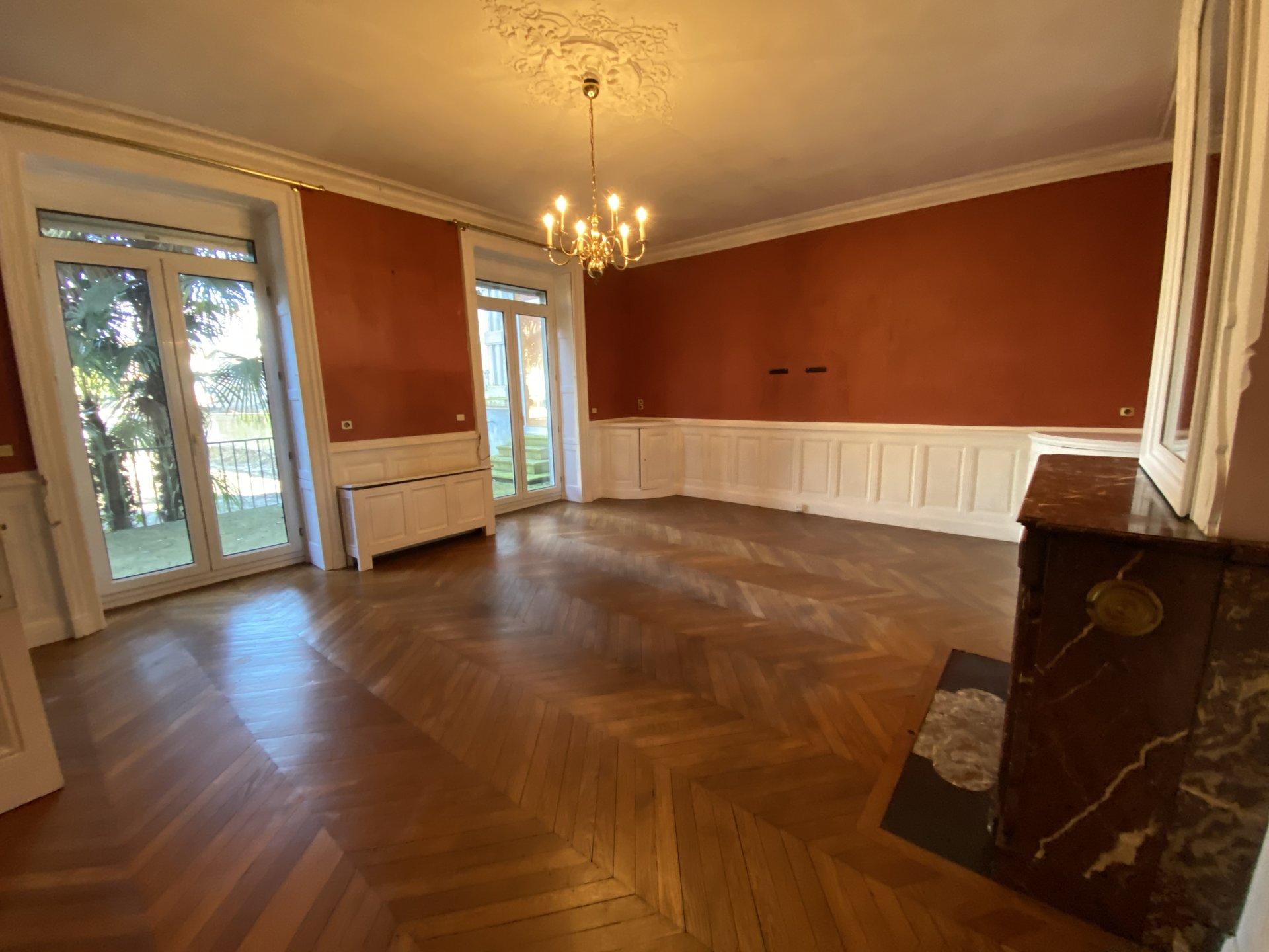 Maison de village 250 m² hab + jardin