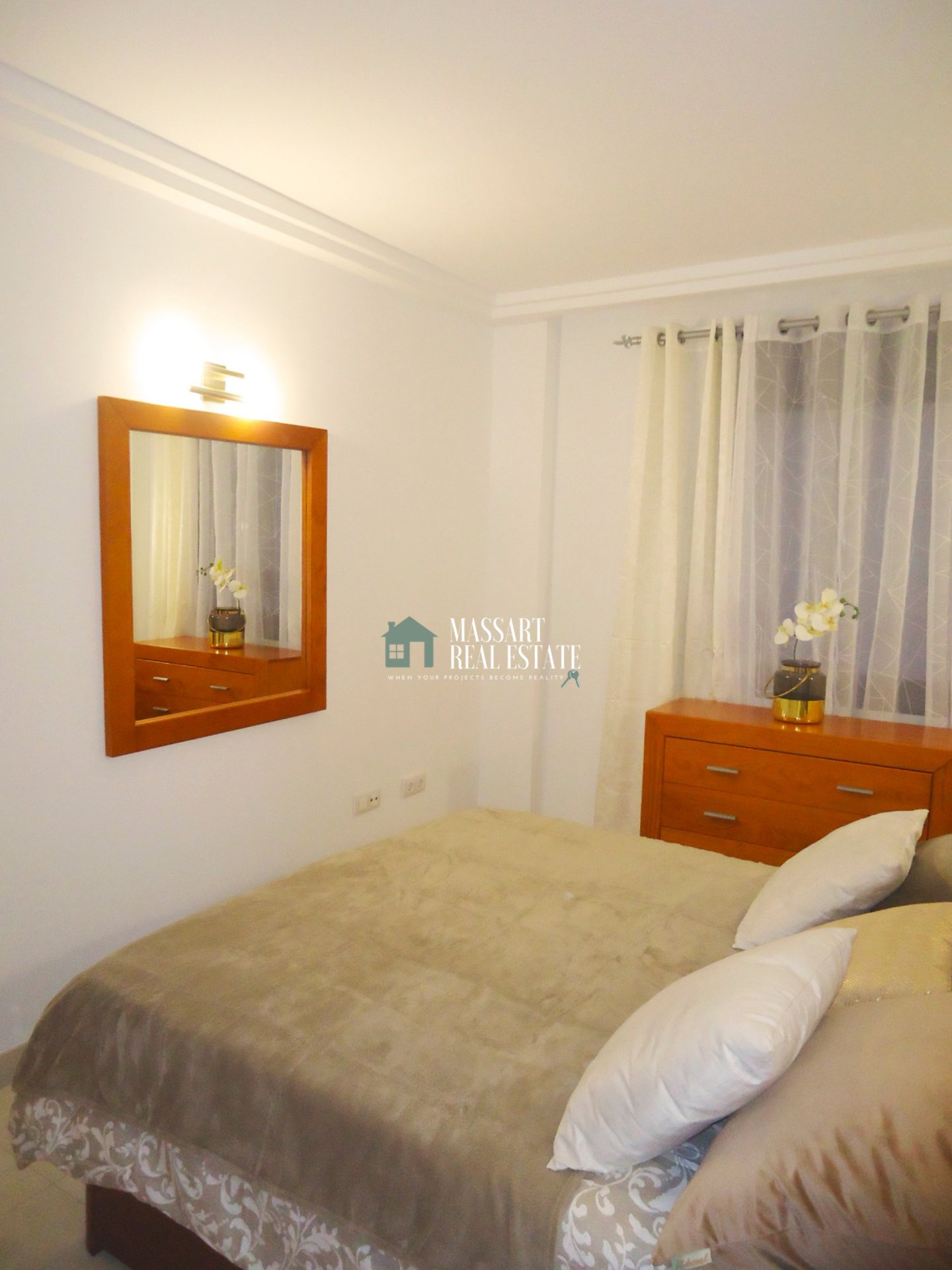 Apartment characterized by its modern style with brand new furniture located in the prestigious area of El Galeón (Adeje).