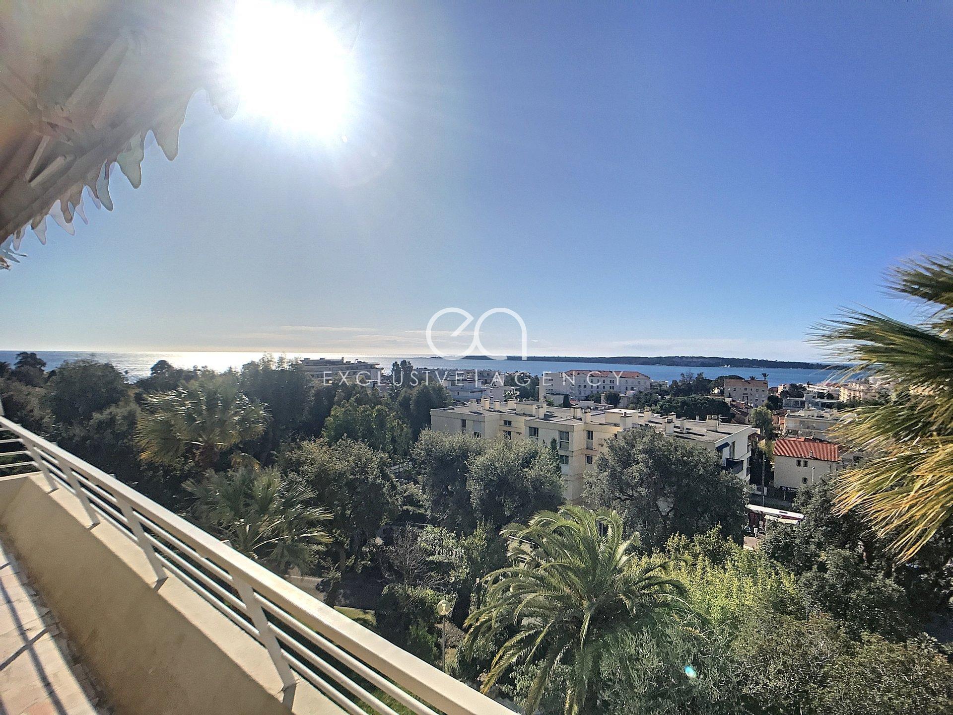 Location vide à l'année 2 pièces 51m² avec terrasse et vue mer panoramique