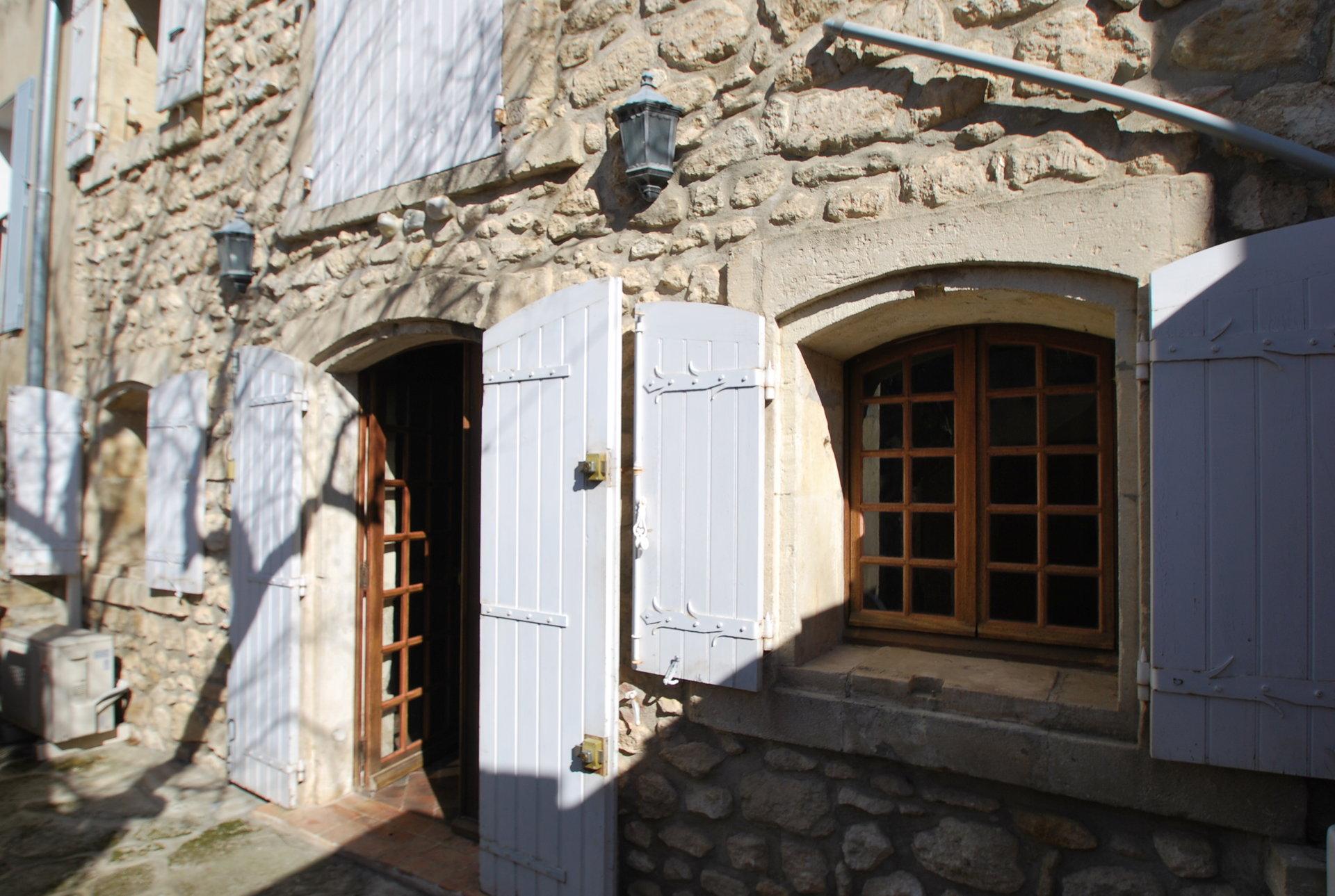 Maison de village avec cour sur Fontvieille