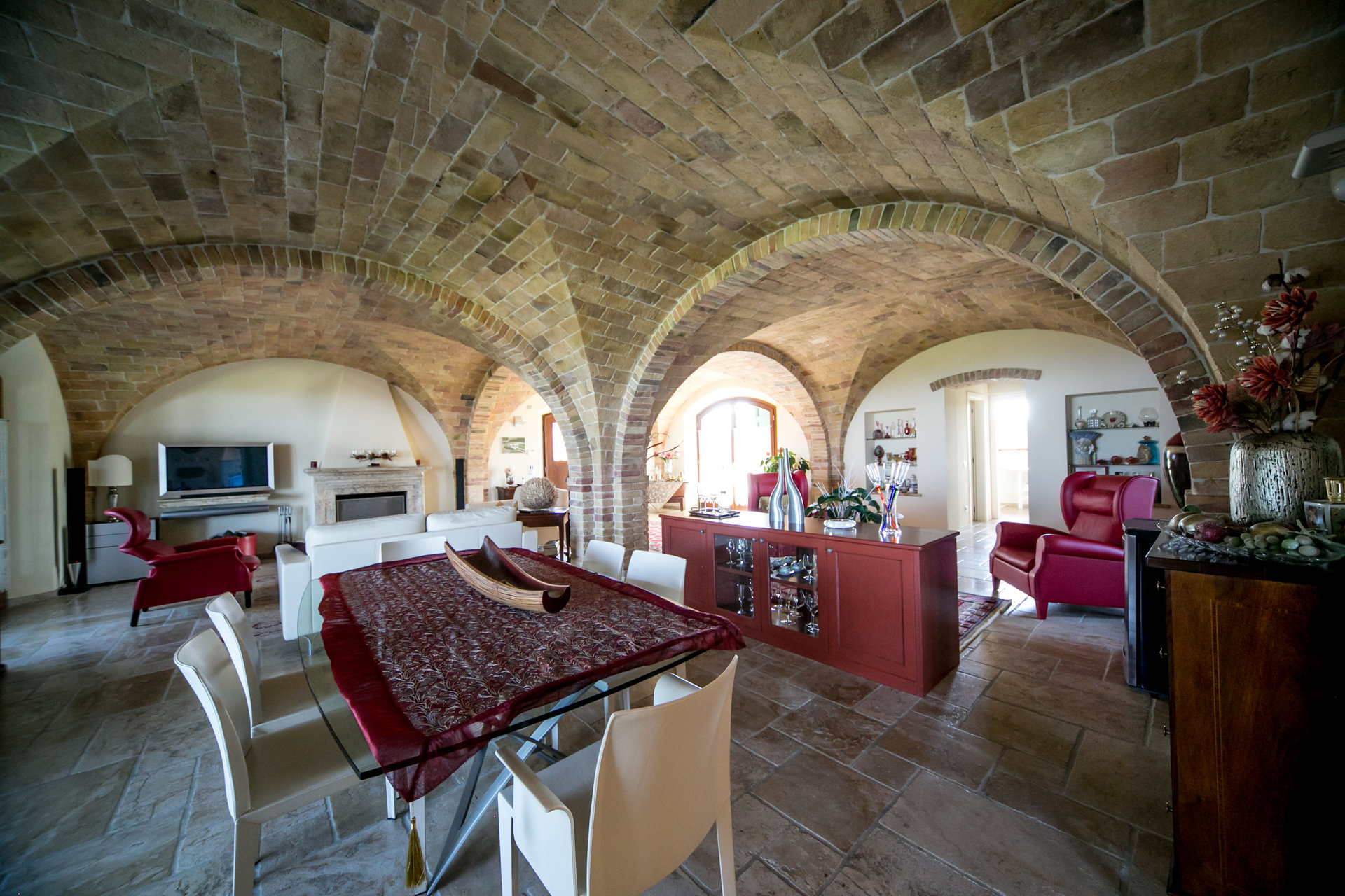 2 villas and 2 ha of land with olive grove and vineyard of 0,5 ha