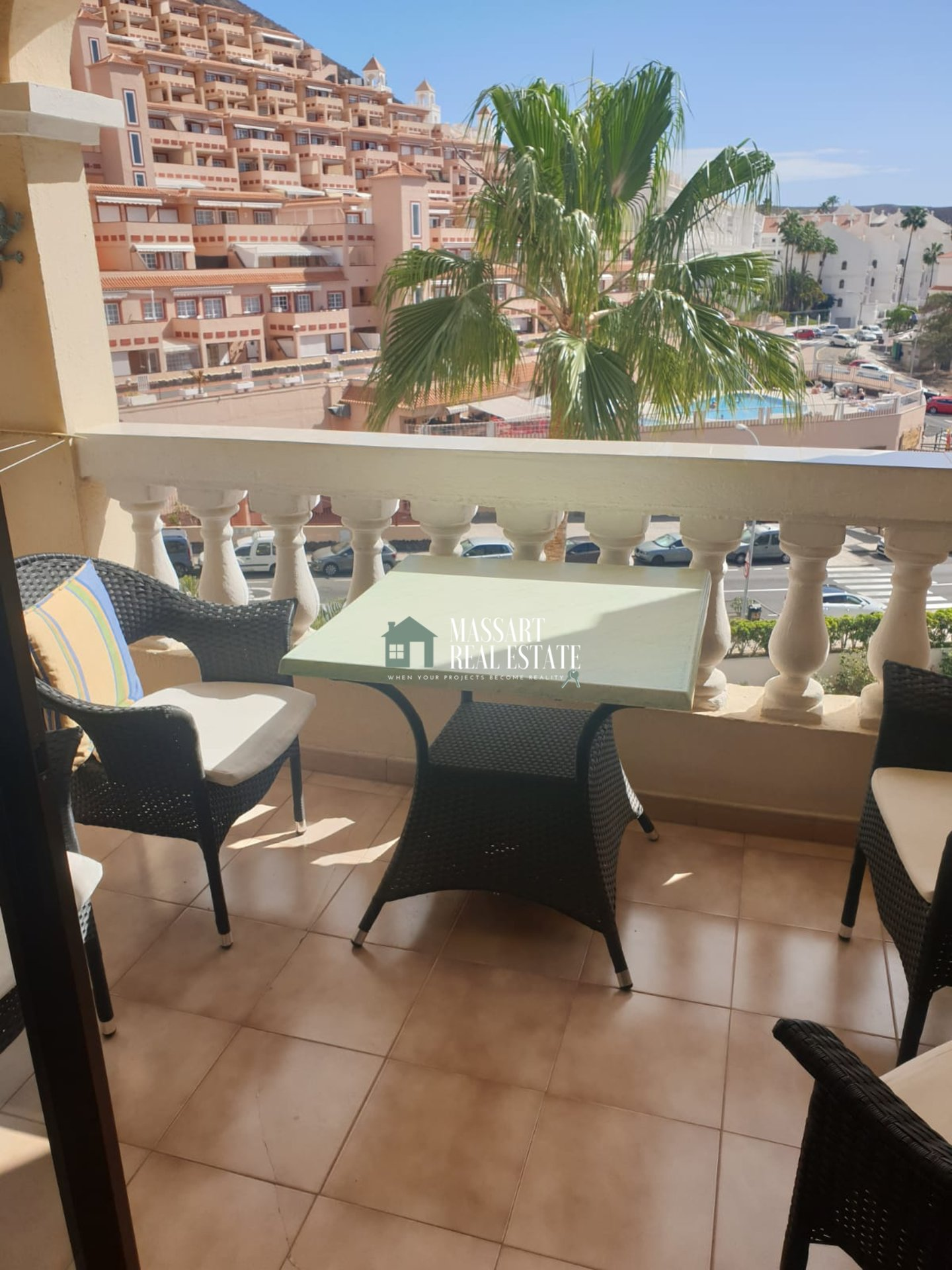 For sale in Avenida San Francisco (Los Cristianos), furnished and recently renovated apartment of 60 m2.
