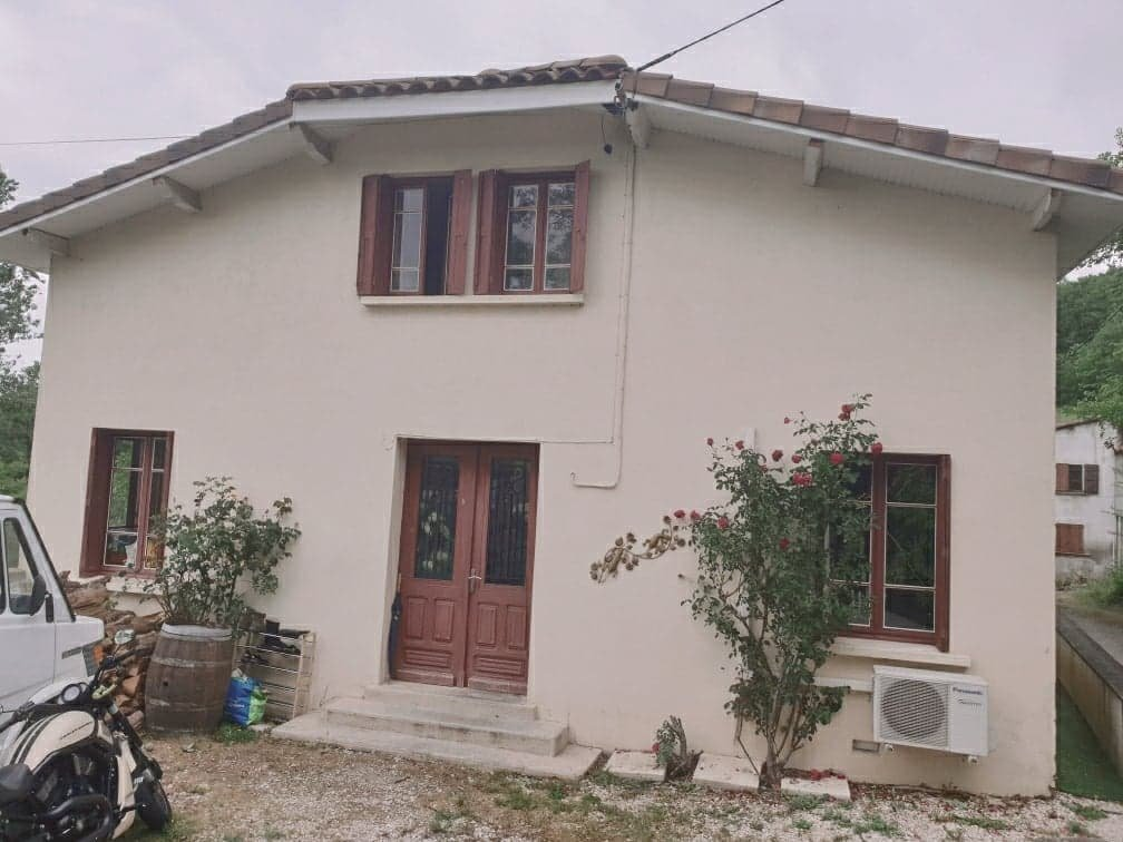 House 114 sqm with its 150 sqm outbuilding and garden