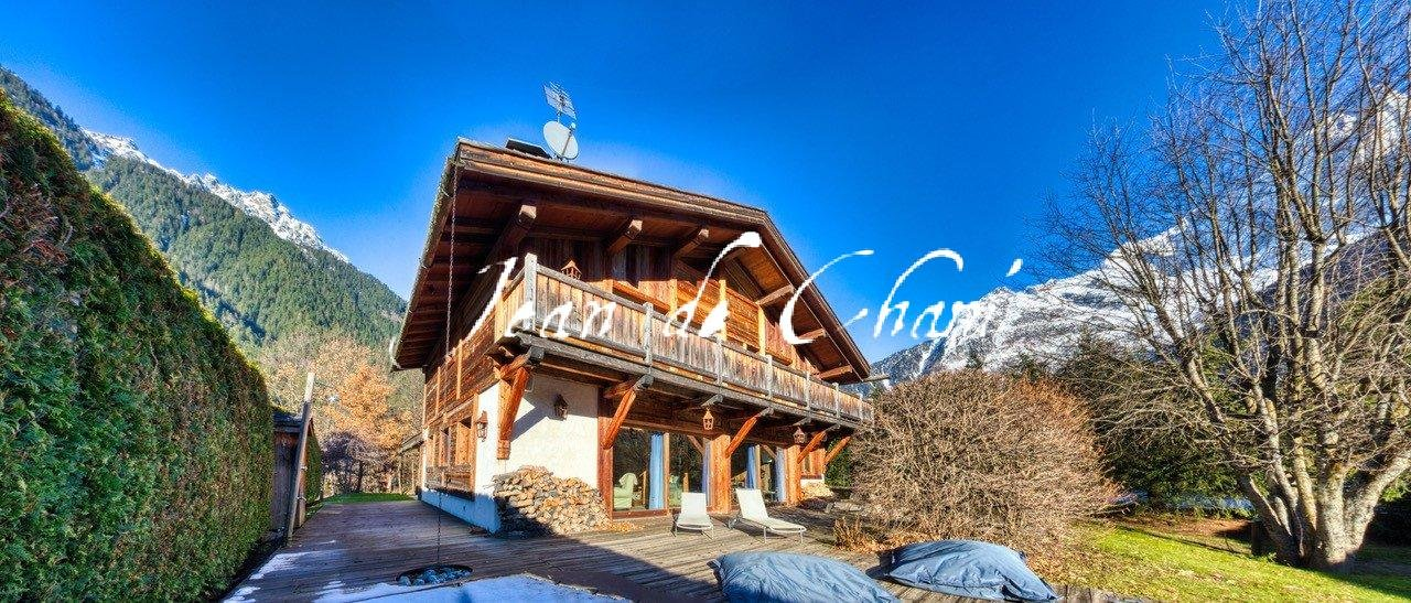 CHALET WITH SWIMMING POOL & SPA