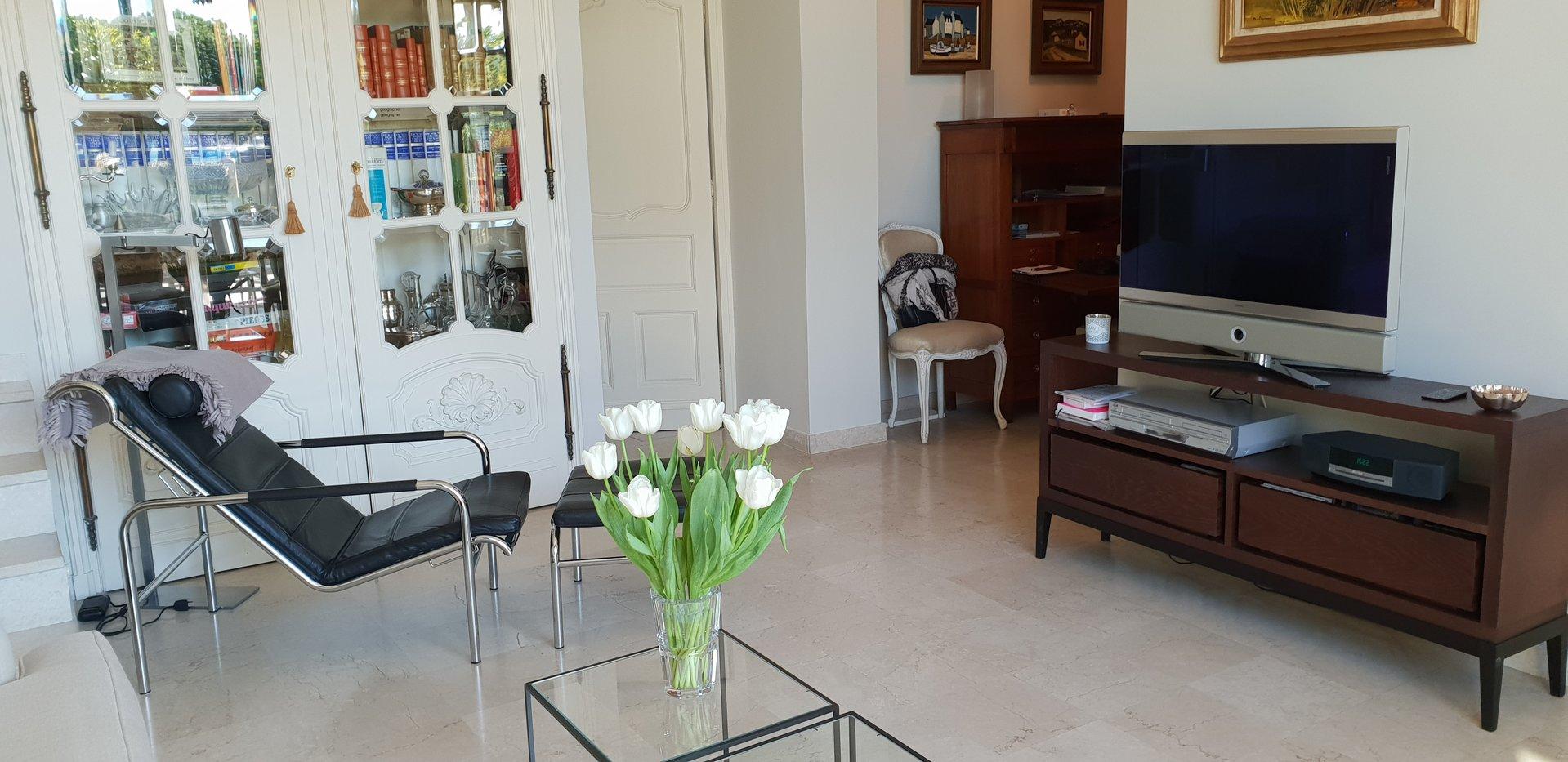 Congress rental 2 bedroom on Croisette palm beac h area