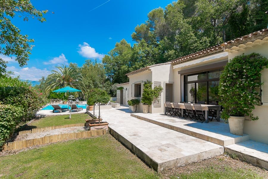 Beautiful recently renovated provencale villa close to Valbonne