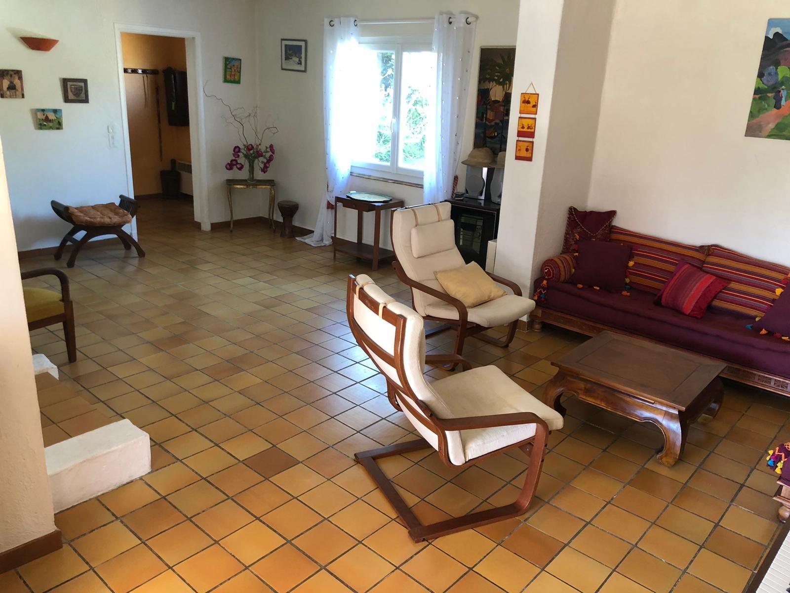 - MOUGINS - VILLA 6 PIECES -  TERRAIN 1500 m2