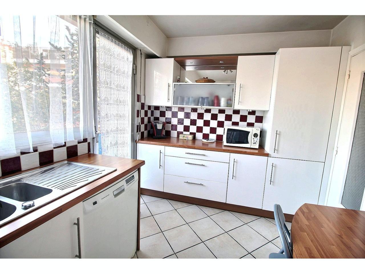 Lägenhet med terrass och balkong