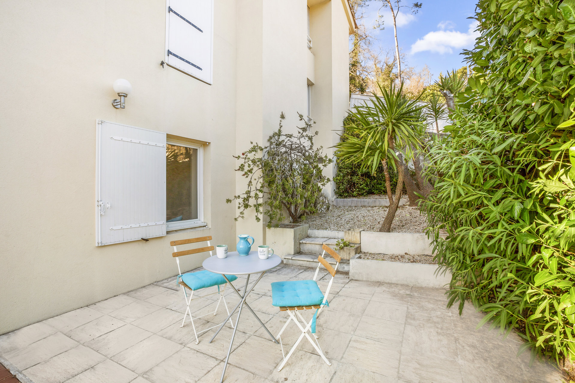 2 Bed apt with private terrace garden Valbonne village