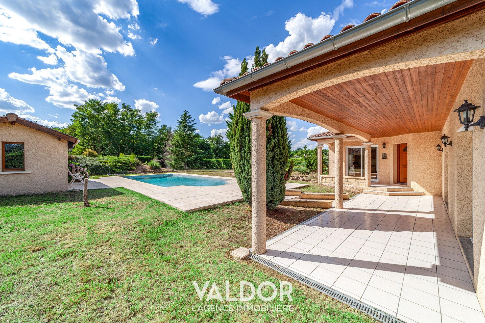 Villa grand terrain 4 chambres - Deux maisons sur un seul terrain ...