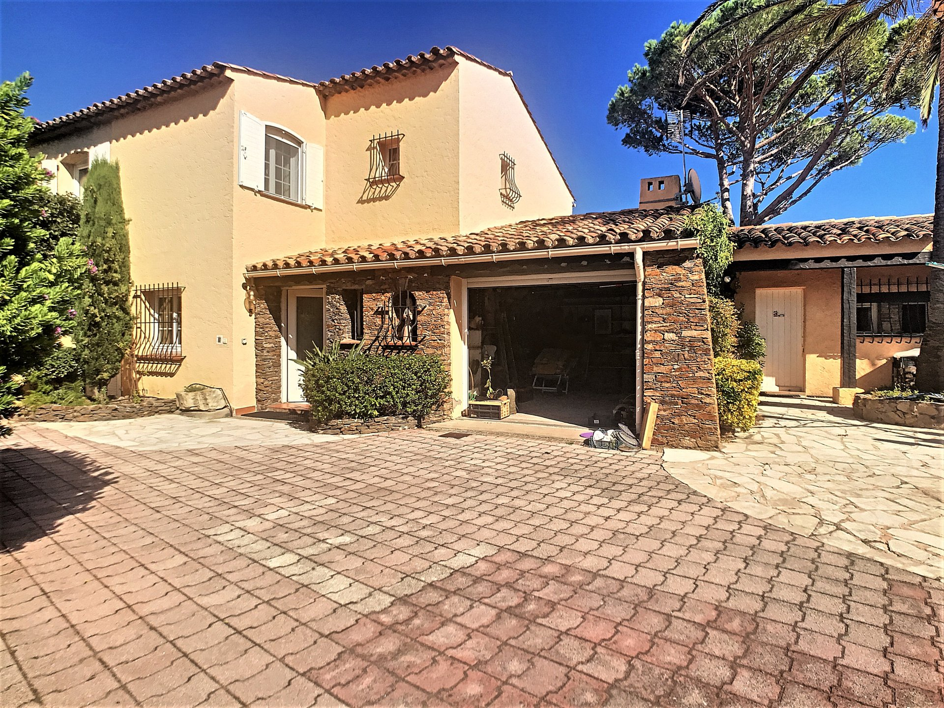 For sale beach house in Les Issambres sea view