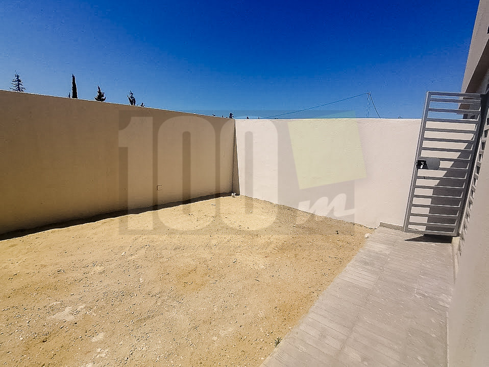 Location s+2 vide avec jardin à La Soukra