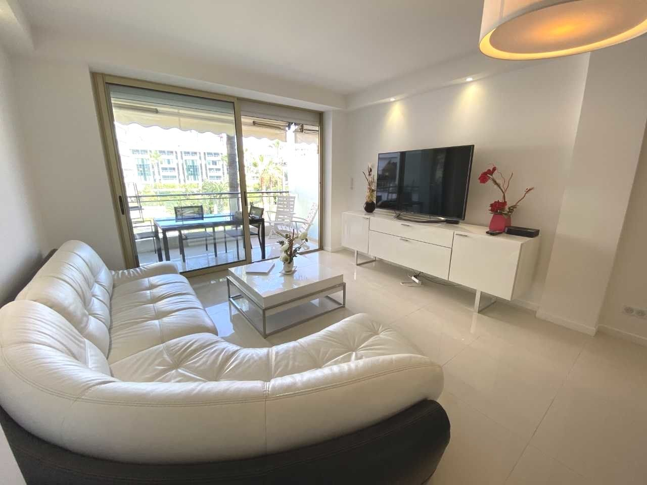 Cannes Croisette sea view 3 bedrooms apartment . Large terrasse