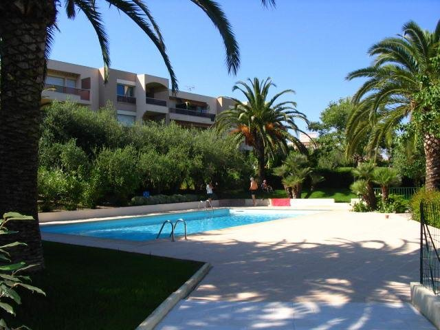 ANTIBES BREGUIERES F1 PARKING CAVE RESIDENCE PISCINE