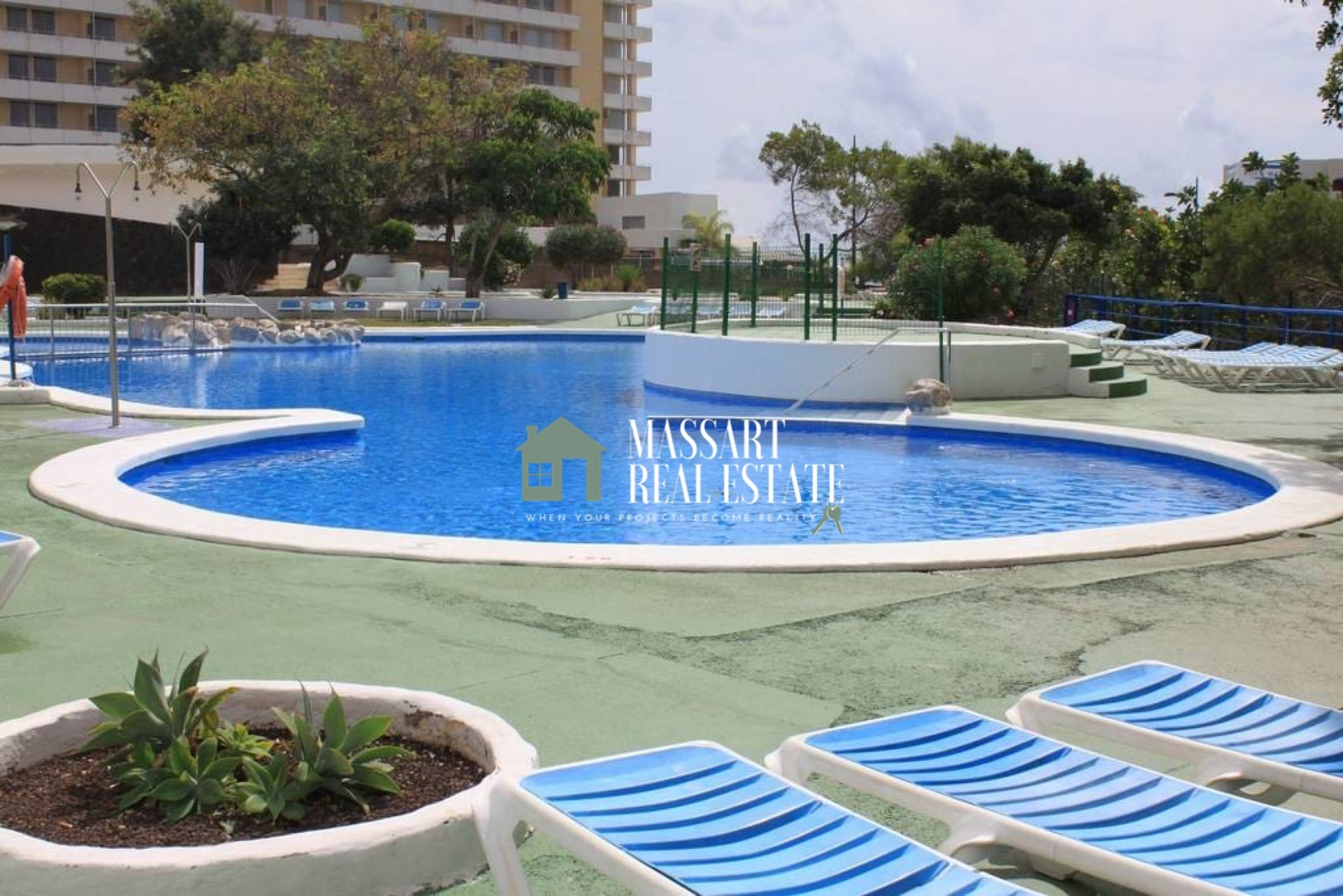 For sale in the popular area of Playa Paraíso, in the residential complex Paraíso del Sur, a cozy 38 m2 studio characterized by its good distribution.