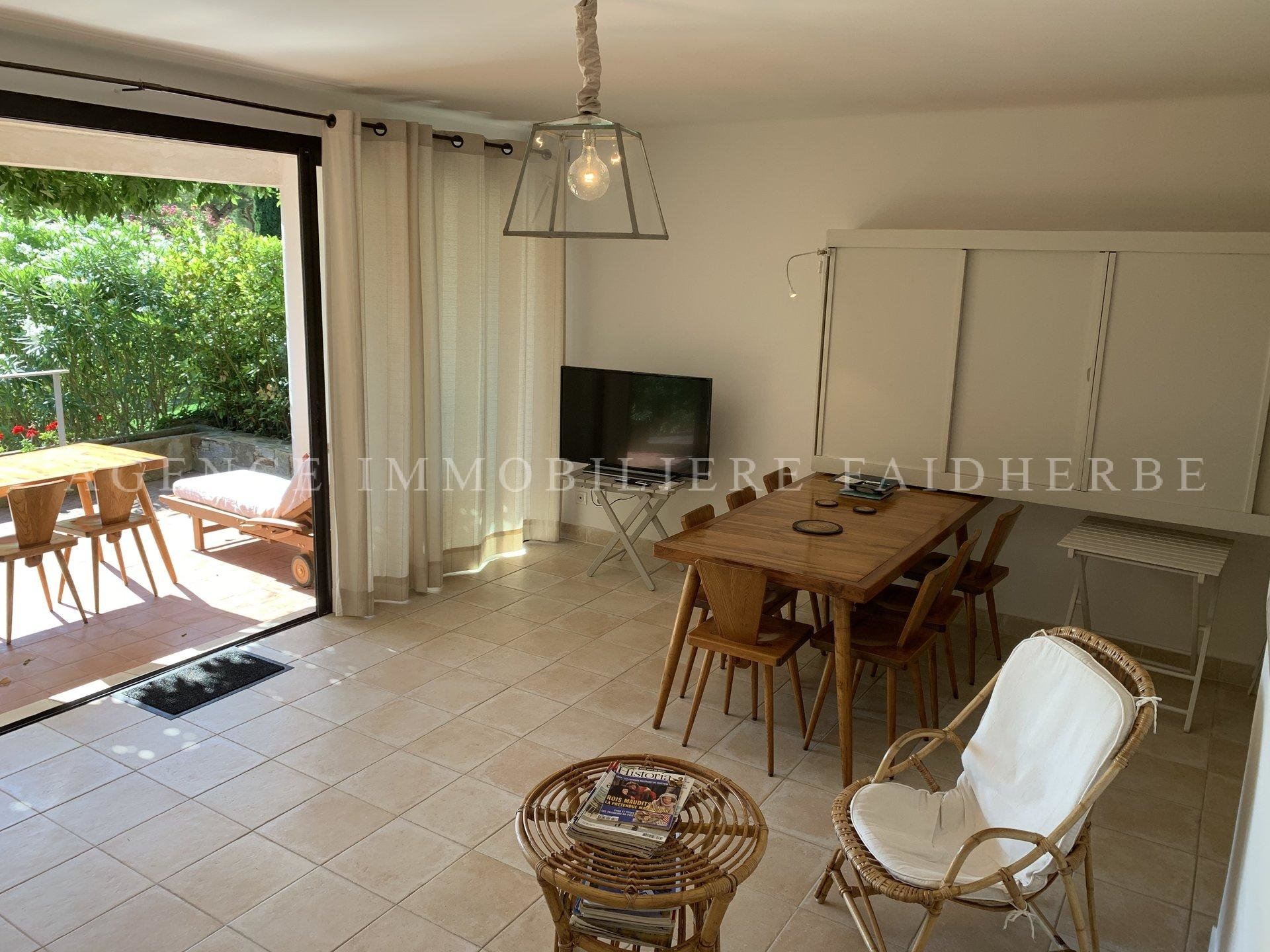 Parc des Salins, terraced house with terrace and small garden