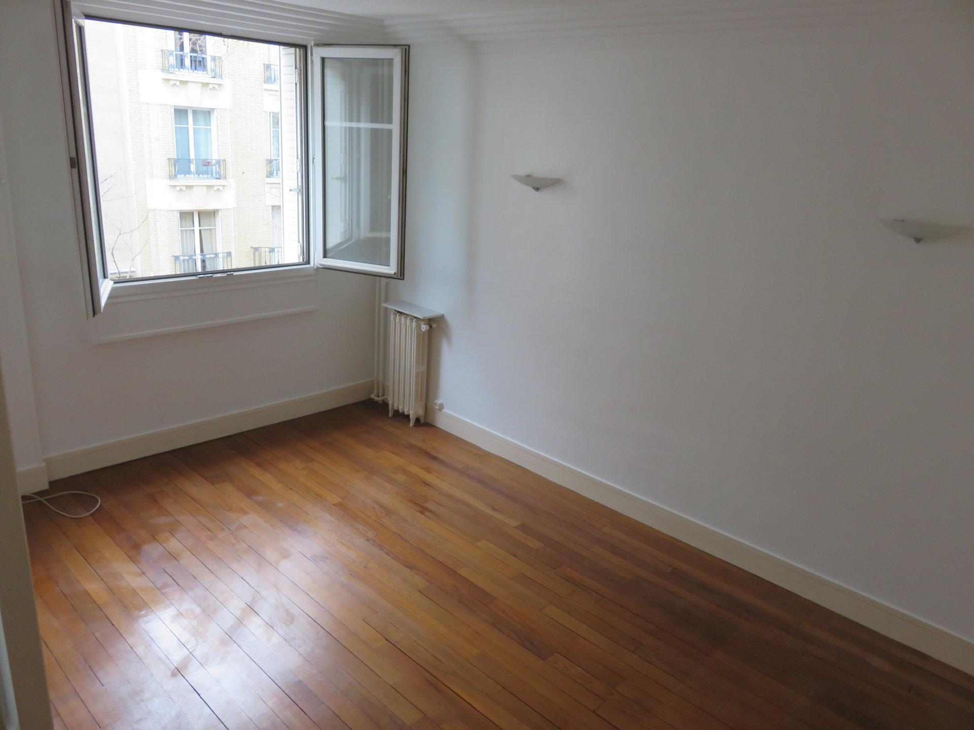 Paris - XX ème - Rue Saint Blaise - M° Maraîchers / Porte de Montreuil  - 2 PIÈCES - LUMIÈRE ET CALME