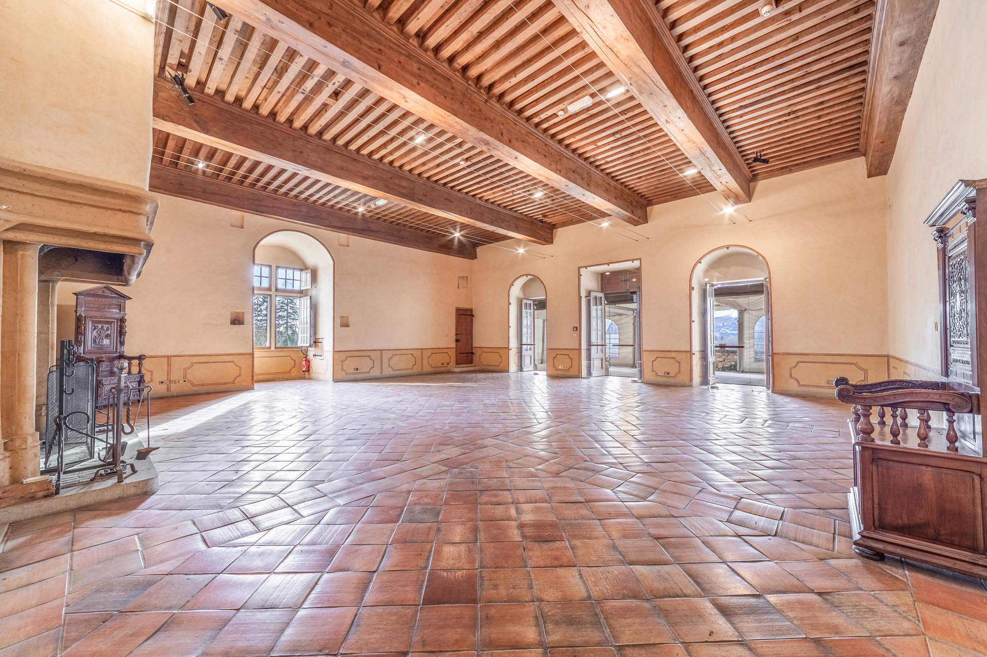 Exclusivité - Château aux belles prestations, proche nord de Lyon