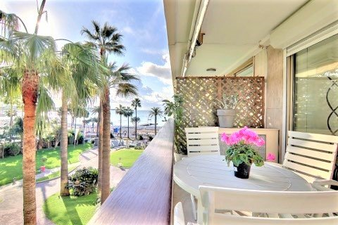 FOR SALE CANNES CROISETTE TWO ROOMS SEA VIEW PARKING