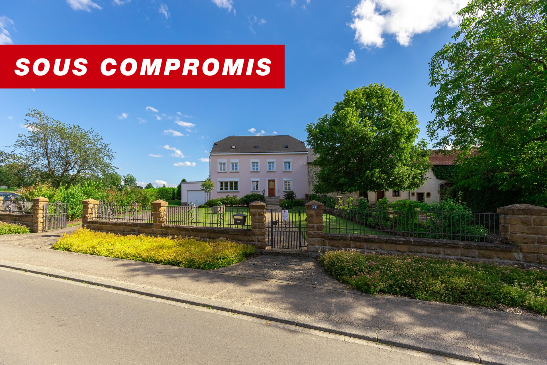UNDER SALES AGREEMENT - Old farm house with 4 bedrooms in Consdorf