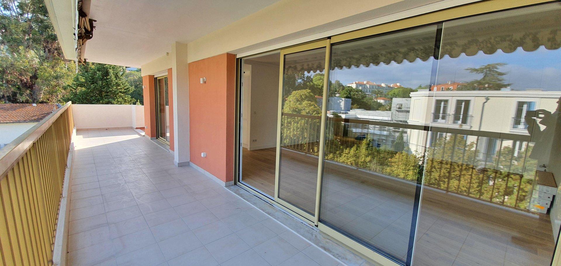 Basse Californie 2-bedroom Top Floor apartment 55 sqm of terraces and Garage