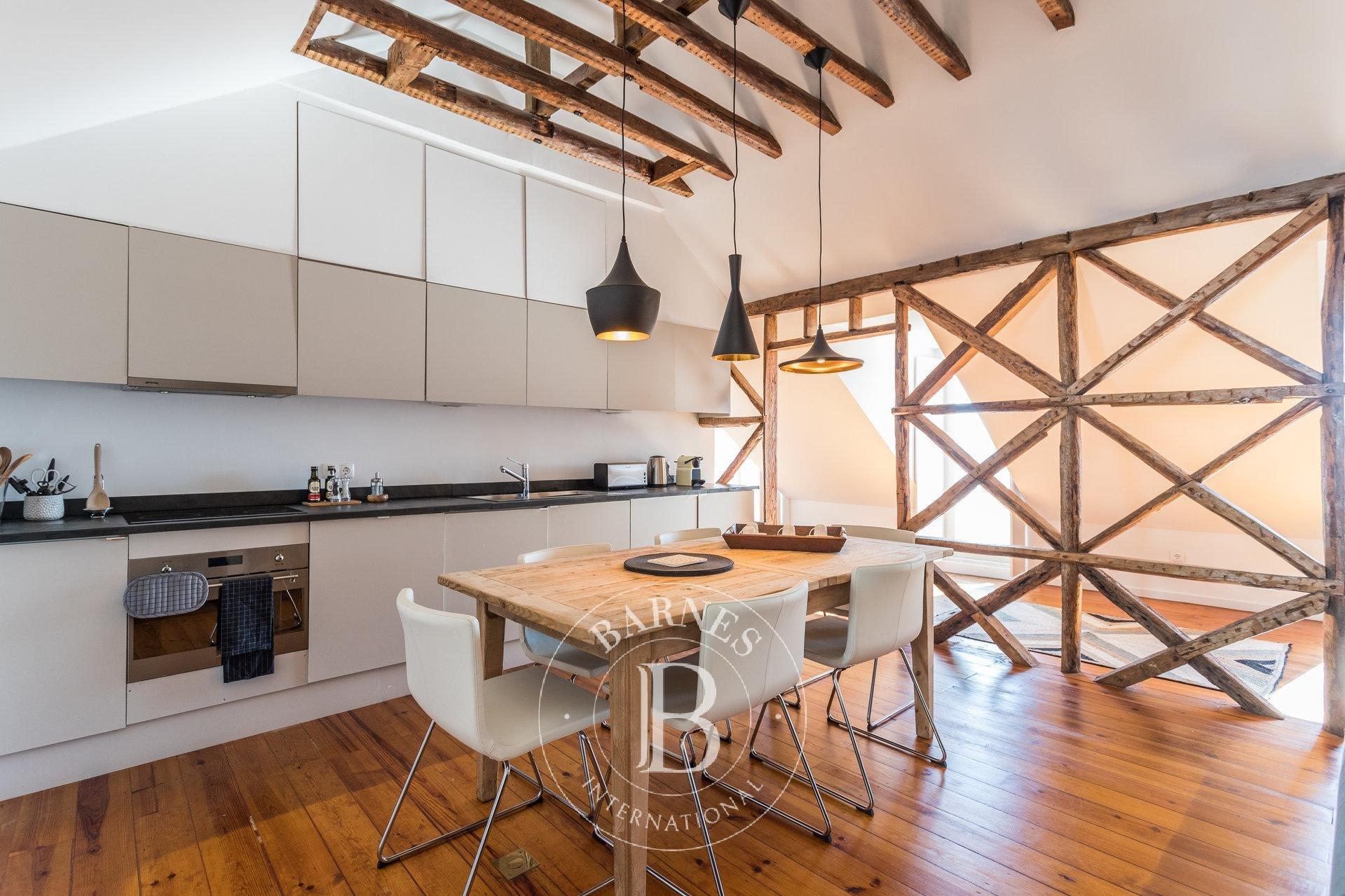 Apartamento T2 mobilado com varanda e vista rio