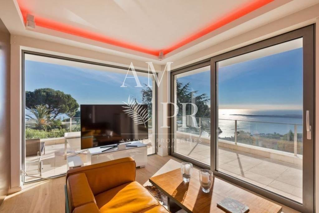 Super Cannes property panoramic sea view