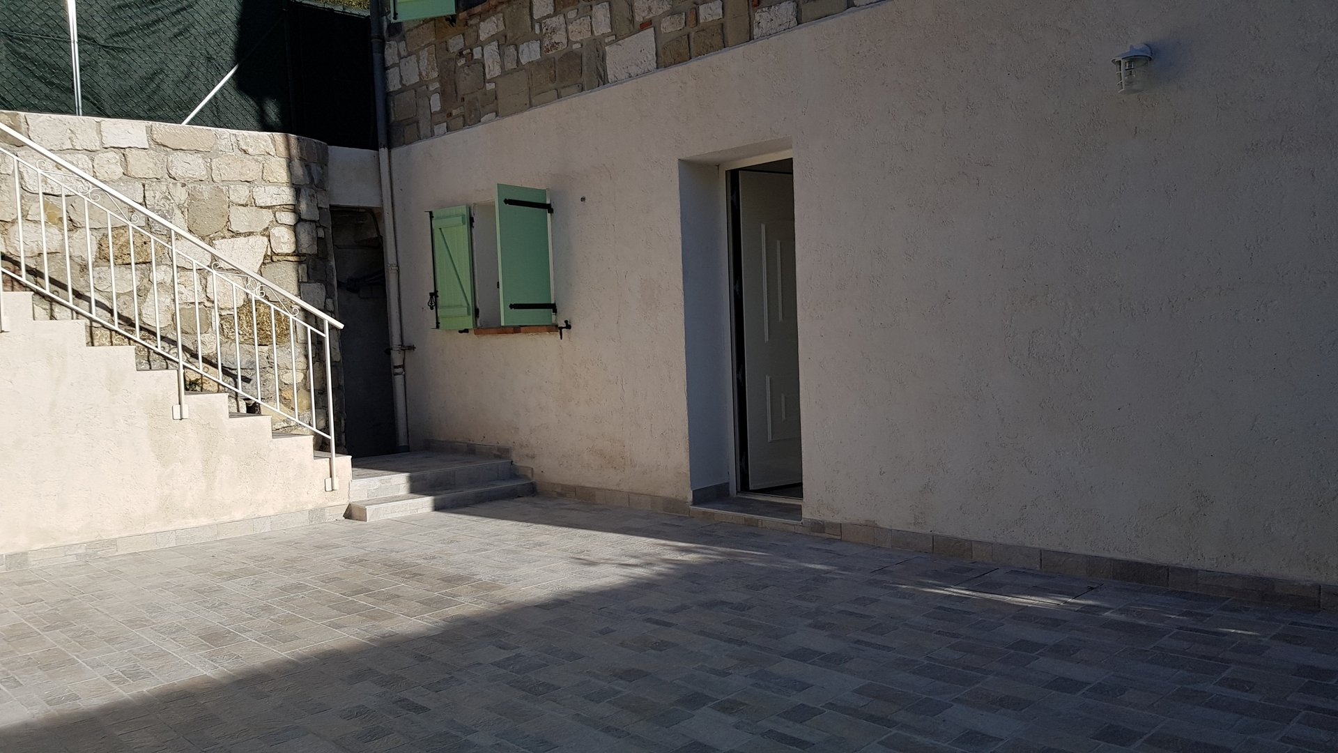 3 pièces deux parkings terrasse