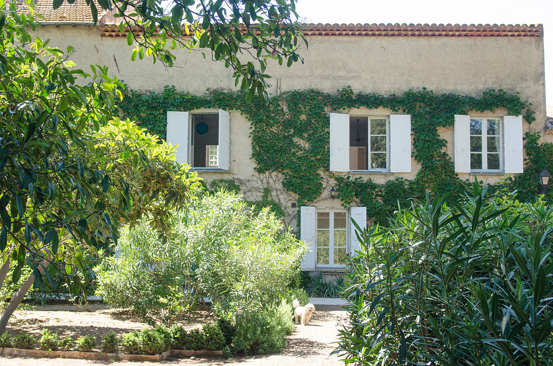 Maison de caractère avec 7 chambres, jardin, garage, cour, piscine