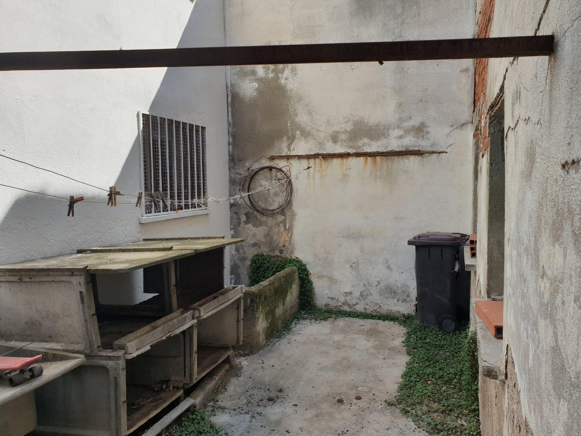 PERPIGNAN SAINT GAUDERIQUE Maison de ville à rénover.