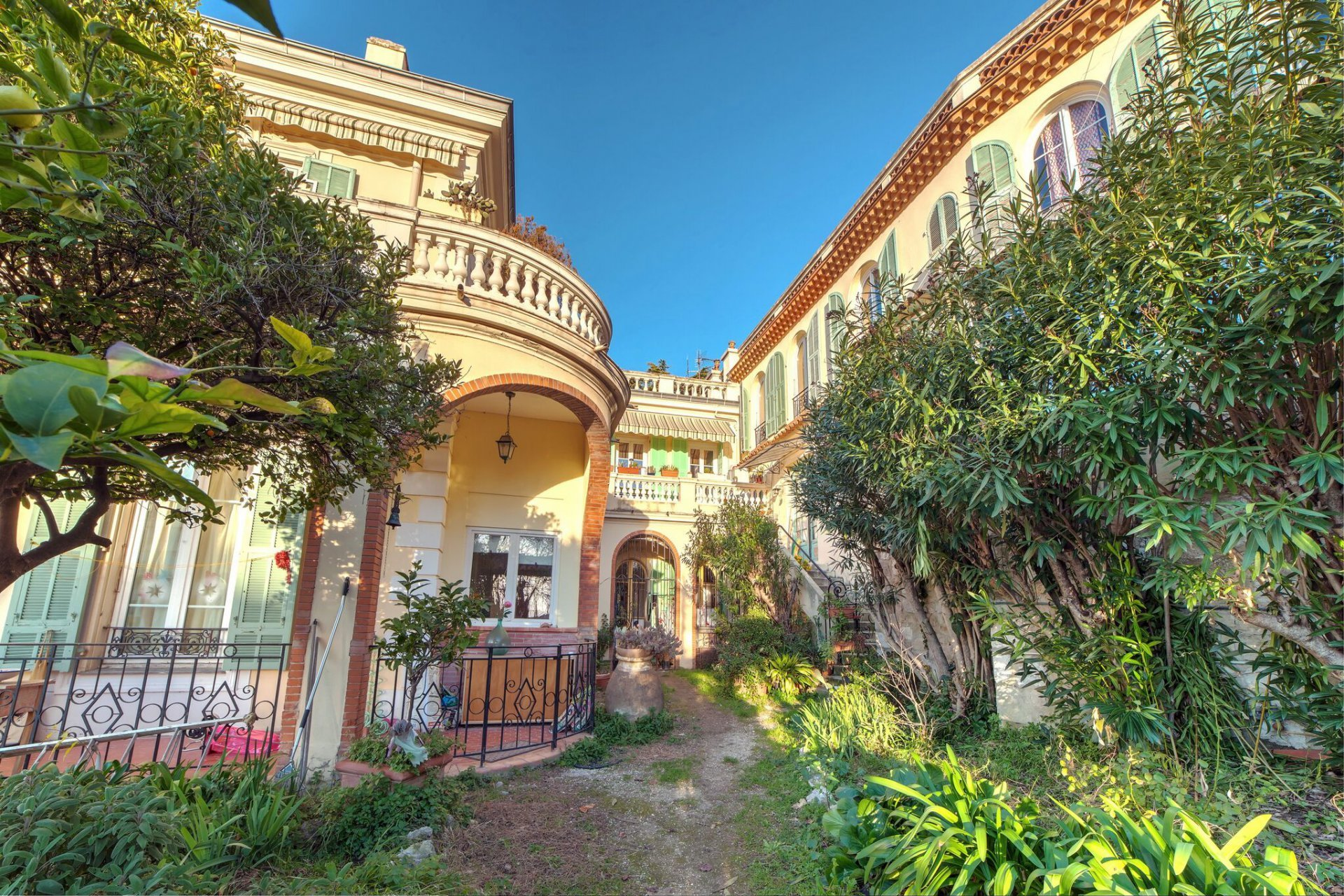 PORT OF NICE - ATTACHED VILLA  WITH GARDEN