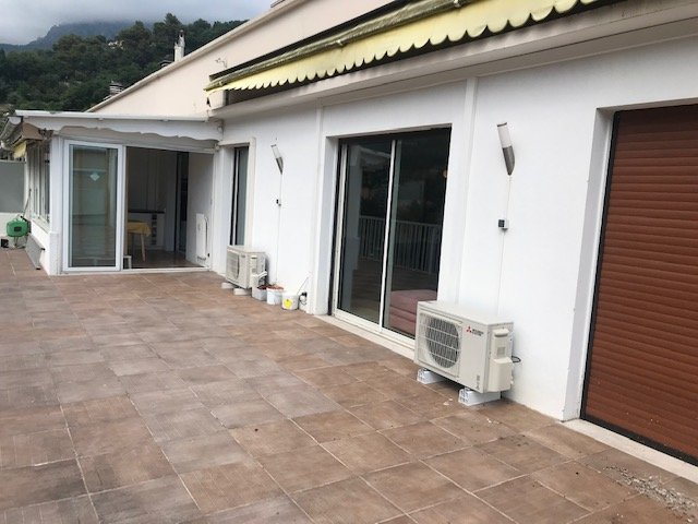 Menton- Dernier étage- T5/6-Terrasse 46m²-Véranda-Traversant-Balcon-Garage-Cave-Pas de vis-à-vis-Vue dégagée verdure