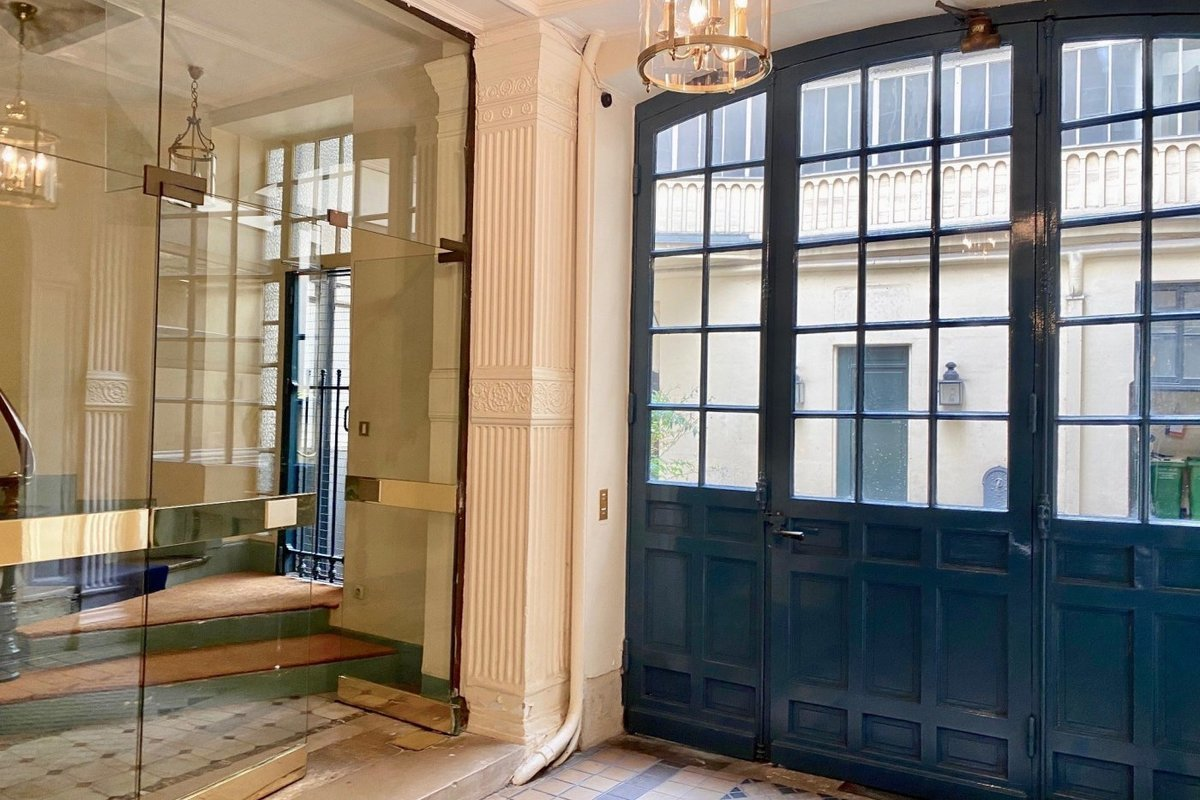 Appartement de 63 m2 en étage élevé - Paris VII Carré des Antiquaires