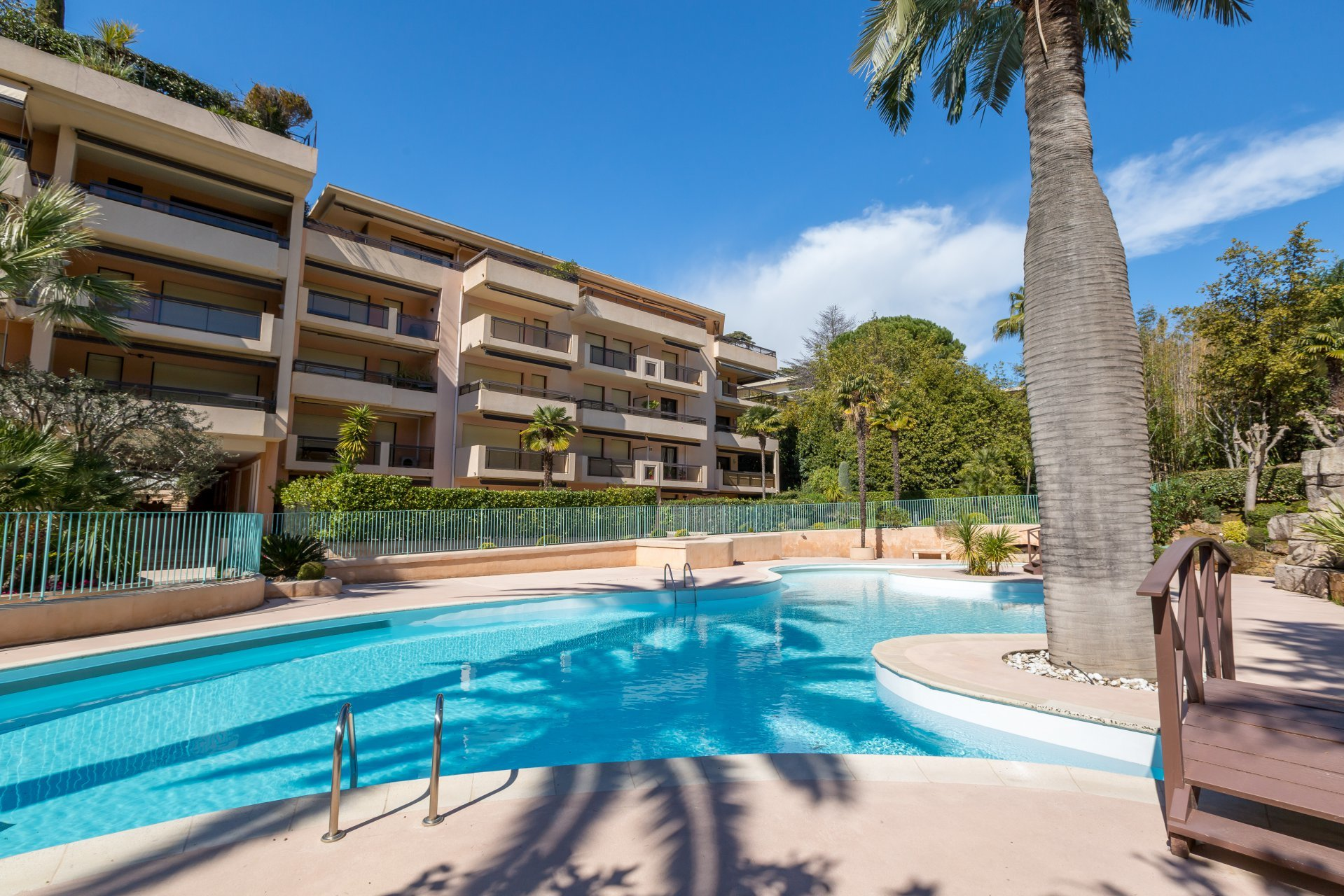 Cannes - Large 3-rooms apartment with terrasse in a residence with swimming pool and tennis court