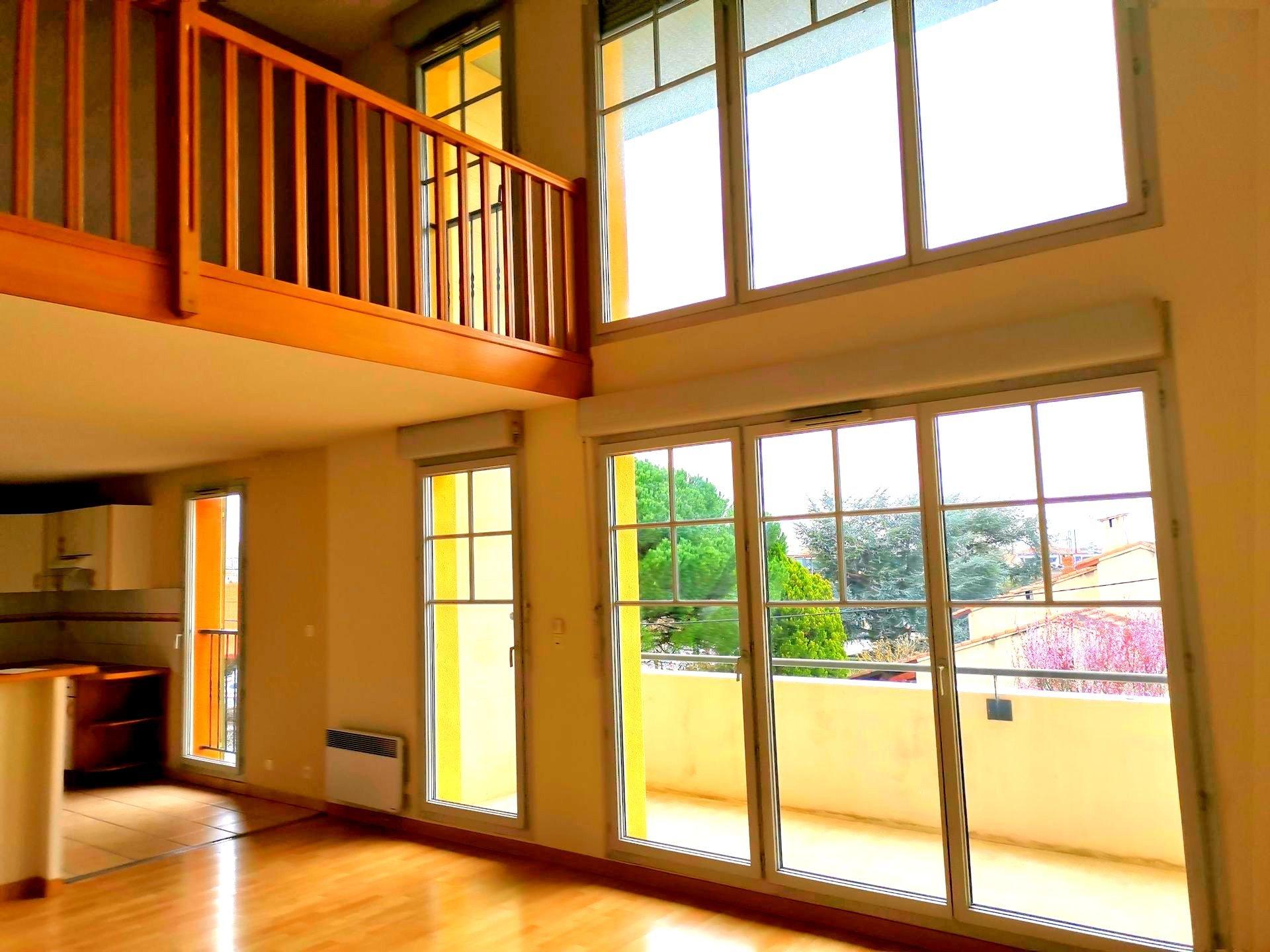 Magnifique et lumineux T4/102 m², cave , deux garages