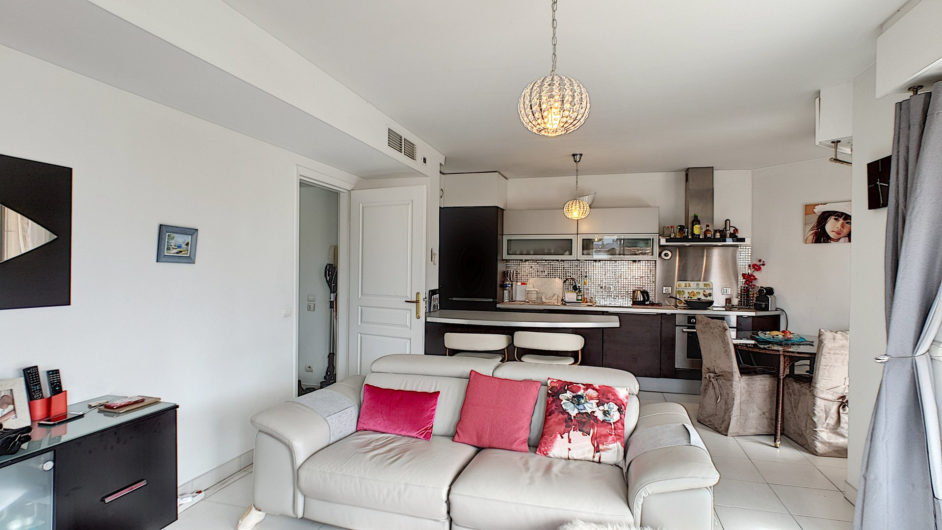 Two bedroom flat for sale in Cannes Californie