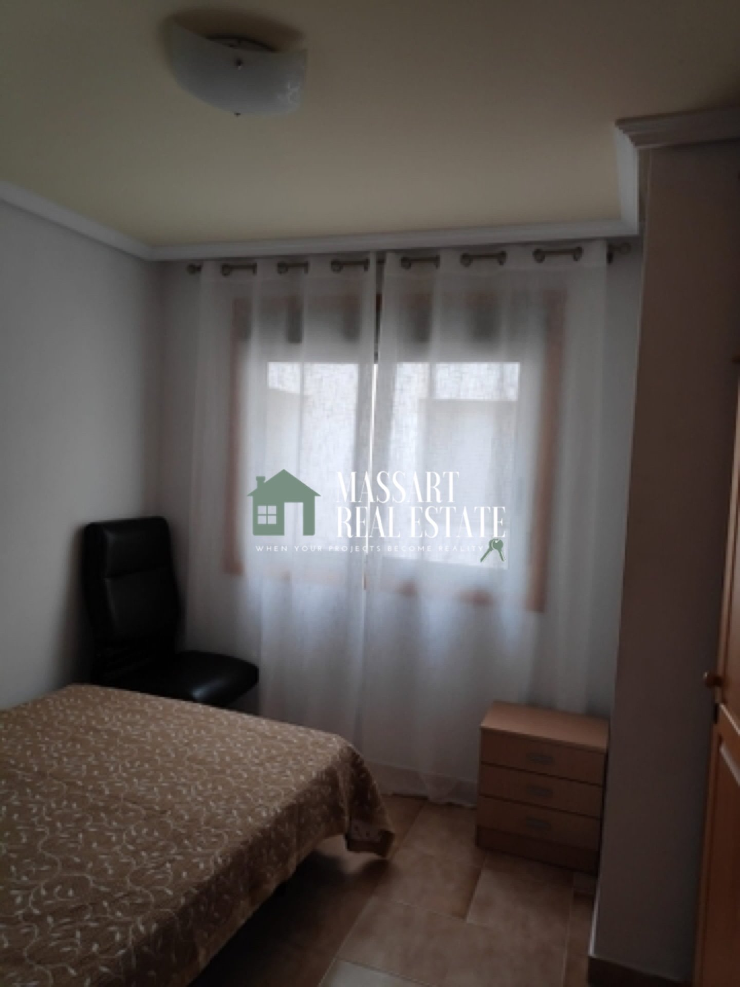 En alquiler en una céntrica zona de San Isidro, amplio apartamento de 79 m2 totalmente reformado y amueblado.