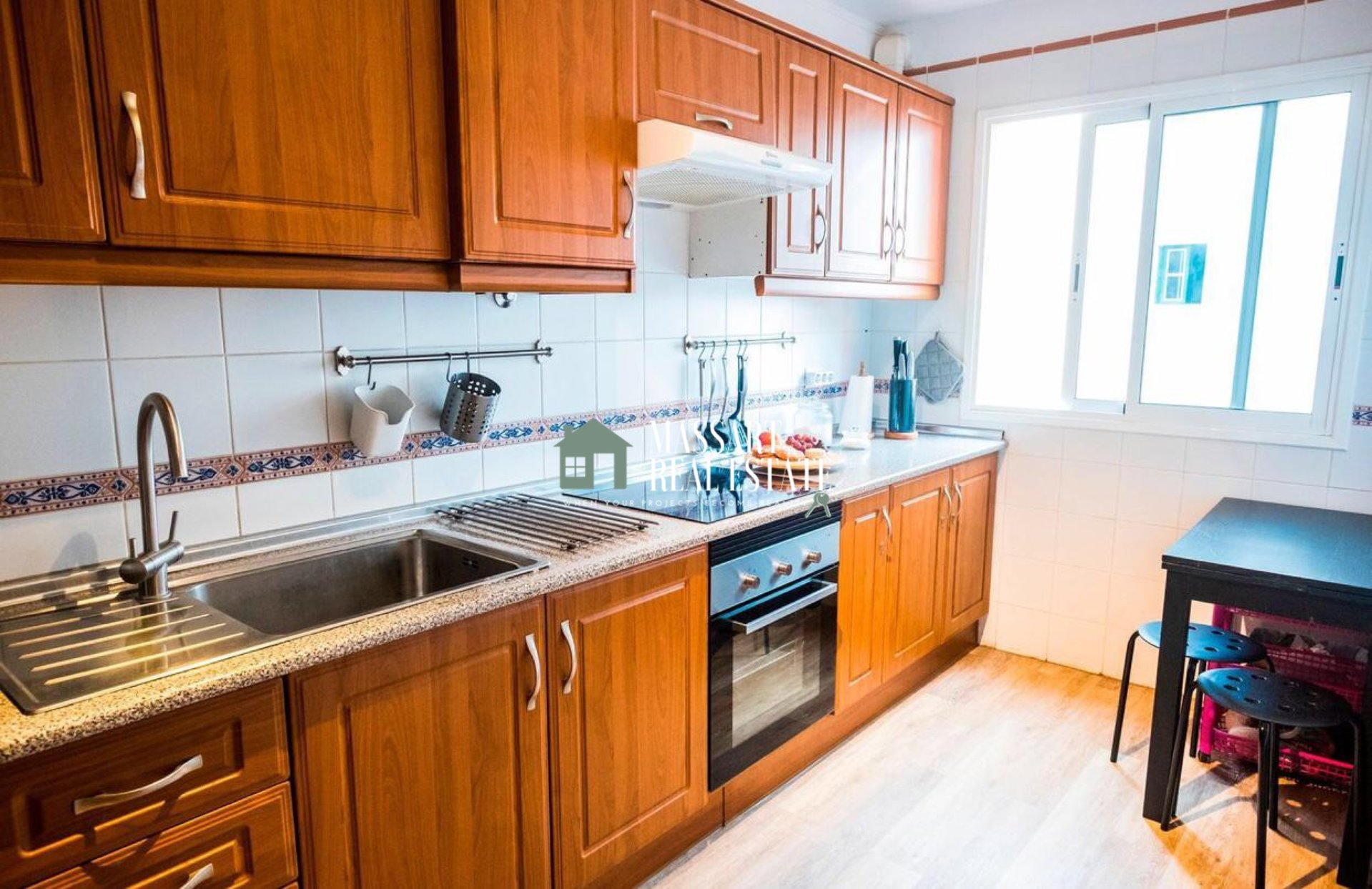 For sale in Granadilla de Abona, furnished apartment of 97 m2 characterized by its good state of conservation as well as its strategic distribution.